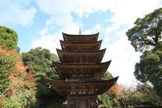 日本三名塔の一つ! 山口県、瑠璃光寺の美しいい五重塔