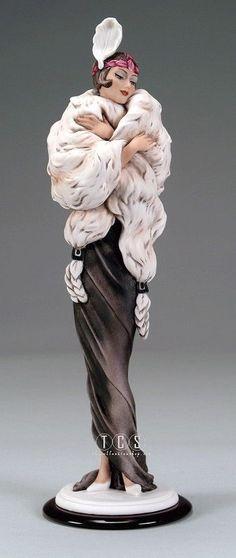 Giuseppe Armani Figurine Gwendoline 1728 C with Original Box