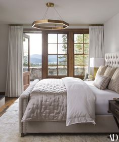 Tour Giuliana And Bill Rancic S Idaho Getaway Beautiful Bedroom Designsbeautiful Bedroomsbedroom Windowscelebrity Housesbedding Master