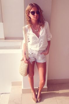 High waisted light washed ripped denim shorts + tucked in white blouse. Zara Shorts, Jean Shorts, Millie Mackintosh Collection, Miu Miu, Bambi, Cool Outfits, Summer Outfits, Honeymoon Style, Love Fashion
