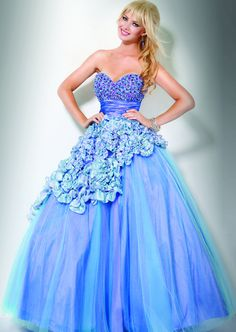 Pretty blue dress that us perfect for prom.