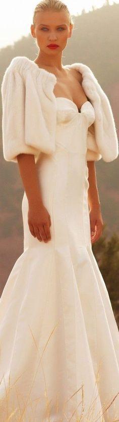 Interesting look for a winter wedding dress. Wedding Fur, Cold Wedding, Wedding Shawl, Trendy Wedding, Mode Glamour, Bridal Gowns, Wedding Dresses, Bridal Bolero, Wedding Attire