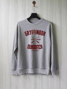 Quidditch de Gryffondor Harry Potter chemise Sweatshirt par SaBuy. Un sweat Harry Potter ! J'adore les sweat et en voilà un Harry Potter (je suis une Potterhead à ne pas oublier).