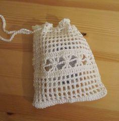 Beutelchen weiße Baumwolle - prima für Seifenreste. Bei Verwendung in der Dusche gibt es gleich eine leichte Massage dazu.