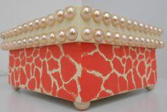 Caixa em mdf decorada com pérolas.  Disponivel em outras cores.