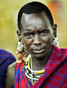 Africa | Masaai Warrior. Masaai Mara People. Kenya & Tanzania. | ©Nora de Angelli