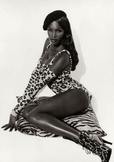 My favorite pinup style picture of Naomi Campbell. Shot by Herb Ritts Christy Turlington, Top Models, Women Models, Black Models, Female Models, Naomi Campbell 90s, Pinup, Herb Ritts, Modelos Fashion