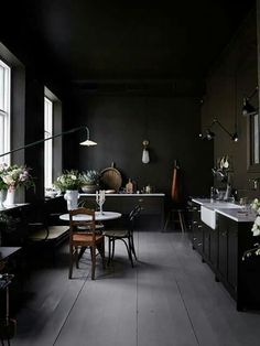 INSPIRATION: strong accents of black make for an elegant paring with traditional fittings | est living