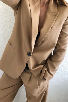 Neutral tones pieces are must in building your ultimate capsule wardrobe for spring Girl Outfits, Fashion Outfits, Womens Fashion, Hat Outfits, Fashion Tips, Fashion Trends, Looks Street Style, Mode Inspiration, Costume