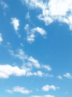 """""""As lentas nuvens fazem sono, O céu azul faz bom dormir."""""""