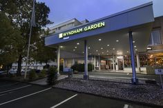 The Wyndham Garden Kassel Hotel is conveniently situated close to the A7 motorway exit Kassel-Nord and is only a matter of minutes away from the city centre. It offers 142 guest rooms, ten conference rooms, a restaurant, a bistro and a bar with outdoor terrace. Furthermore it has 150 parking spaces directly next to the building.