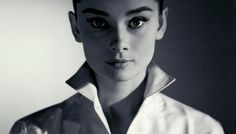 Audrey Hepburn was a fashion and style icon with a timeless fashion. Get your Audrey Hepburn style on! Audrey Hepburn Outfit, Audrey Hepburn Mode, Audrey Hepburn Quotes, Aubrey Hepburn, Audrey Hepburn Eyebrows, Katharine Hepburn, Classic Beauty, Timeless Beauty, Pure Beauty