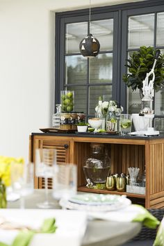We're sharing some of our favorite trends to help transition your home—indoors and beyond—for the sunnier days of spring.