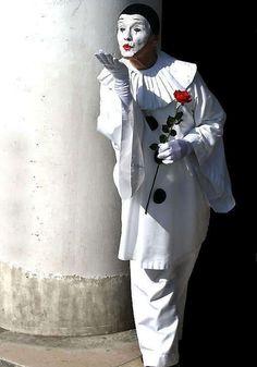 ♥Enigma do Amor♥ e o Padre Le Clown, Circus Clown, Circus Theme, Clown Mask, Dark Circus, Venetian Carnival Masks, Carnival Of Venice, Famous Clowns, Art Du Cirque
