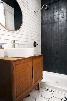Walk-in showers can look small and feel uncomfortable but these modern designs help make small bathroom feel cohesive and open. Walk-in showers can look small and feel uncomfortable but these modern designs help make small bathroom feel cohesive and open. Black Subway Tiles, Black Tiles, Black Grout, White Tiles, Small Bathroom With Shower, White Bathroom, Small Bathrooms, Master Bathrooms, Bathroom Mirrors