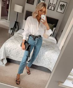 """Rosie Connolly-Quinn on Instagram: """"All the Autumn vibes✖️ Outfit : Zara Shoes : Topshop"""" Fall Jeans, Mom Jeans, Workwear Fashion, Zara Shoes, My Wardrobe, Everyday Fashion, Work Wear, Topshop, Autumn"""