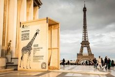 To promote a zoo opening in Paris, open animal crates were placed near famous landmarks, creating the illusion that these animals were loose in the city. The opening date of the zoo was printed on each crate. Street Marketing, Guerilla Marketing, Viral Marketing, Marketing Ideas, Le Zoo, Paris Eiffel Tower, Creative Advertising, Guerrilla Advertising, Grafik Design