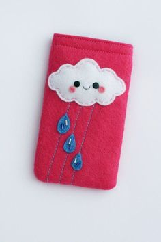 Custom Cloud Felt Phone Case / Phone Pouch Pink by hannahdoodle Felt Phone Cases, Kawaii Phone Case, Felt Case, Felt Pouch, Diy Phone Case, Felt Diy, Felt Crafts, Pochette Portable, Sewing Crafts