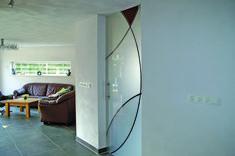 Gestraalde en ingekleurde hardglazen deur. Oversized Mirror, Furniture, Home Decor, Decoration Home, Room Decor, Home Furniture, Interior Design, Home Interiors, Interior Decorating