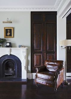 Home Design Labs - The Design Files Style At Home, My Living Room, Living Spaces, Stained Wood Trim, Interior And Exterior, Interior Design, Interior Ideas, Transitional House, The Design Files
