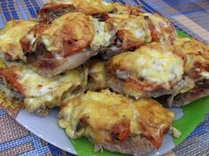 French pork chops in the OVEN.- French pork chops in the OVEN. Pork Recipes For Dinner, Chicken Recipes, Hungarian Recipes, Italian Recipes, Shredded Pork Recipes, Good Food, Yummy Food, Romanian Food, Quick Meals