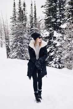 Take a look at 15 warm snow day winter outfits to try in the photos below and get ideas for your own outfits! 4 ways to stay warm + stylish in the snow, sorel boots Image source Fall Winter Outfits, Winter Wear, Winter Dresses, Autumn Winter Fashion, Outfits For The Snow, Winter Outfits Warm Layers, Winter Outfits Korea, New York Winter Outfit, Snow Wear
