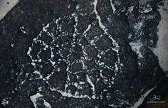 """""""Filtro de Pedra"""". Gravuras itacoatiaras na região do Canyon do Rio Poti (PI). Foto de Juscel Reis."""