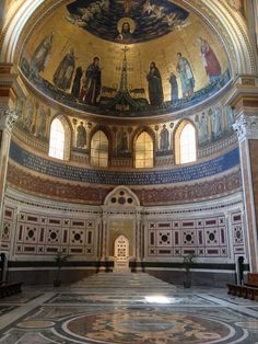 """The Apse of San Giovanni in Laterano.  The episcopal throne which stands on five steps, the last step has the epigraph. """"Hic est papalis sedes et pontificalis"""". (This is a papal and pontifical seat)"""