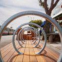 Sunset Parklet, una plazoleta diseñada por INTERSTICE Architects | Plataforma Arquitectura