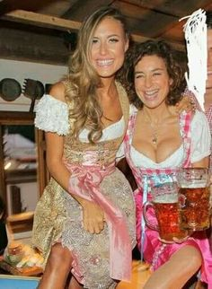 Oktoberfest Outfit, Oktoberfest Beer, German Beer Festival, Beer Maid, Beer Girl, Prom Dresses, Formal Dresses, Fashion History, Hot Girls