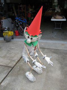 DIY  Santa's Elves Yard Display