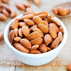 Almond face pack for glowing skin. How to use almond face pack for skin whitening? Best almond face packs for skin fairness. Homemade almond face packs for skin. Benefits of almond face packs for skin care. Heart Healthy Snacks, Yummy Snacks, Healthy Recipes, Healthy Food, Snacks List, Diet Recipes, Vegetarian Recipes, Health Benefits Of Almonds, Almond Benefits