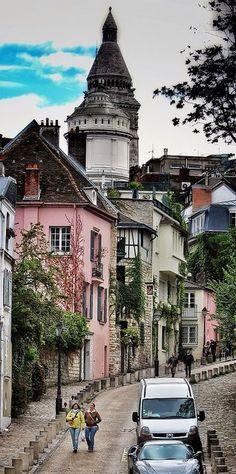 Montmartre, o bairro mais alto de Paris, com suas ruas estreitas e charmosas. Em cada canto um encanto!