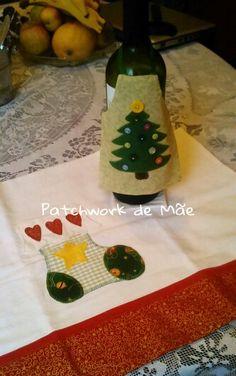 Avental de garrafa de vinho. Pano de prato. Peças natalinos. Patchcolagem. Patchwork de Mãe.