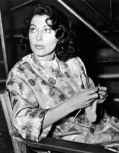 Ava Gardner.  My mother never knitted, but she did look like Ava Gardner when young!