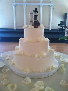 classic show special with custom bird toppers www.weddingsbyholiday.com
