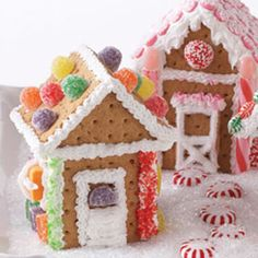 Ingredients Makes: 4 mini houses 1    tube (6-ounce) white icing, Cake Mate® Easy Squeeze 32   2-part graham cracker squares, Honey Maid® 1    can (6.4-oun