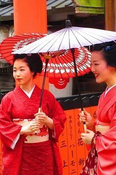 Hassaku 2014: Maiko Tomitsuyu and Maiko Tomitae