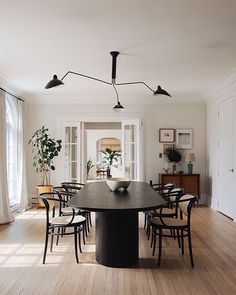 """Debbie Crawford on Instagram: """"The most perfect dining room.✨That table + those chairs + french doors + the light fixture situation is forever saved as a dream combo.…"""" Dining Room Art, Dining Room Design, Dining Room Chairs, Kitchen Interior, Kitchen Decor, Dining Room Table Centerpieces, Dining Tables, French Chairs, Luxury Loft"""