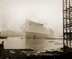 RMS Mauretania afloat after launch (27657328050).jpg