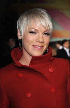 Pink Pixie - Pink showed up at the Stella McCartney fashion show sporting her signature Pixie haircut. She opted not to go the spiky route and instead gave her bangs a piecey look with some added gel. Short Hairstyles For Women, Celebrity Hairstyles, Hairstyles Haircuts, Pixie Haircuts, Latest Hairstyles, Alecia Moore, Dream Hair, Hair Pictures, Short Hair Cuts