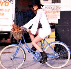 Las bicicletas se han convertido en el nuevo complemento de moda del momento, especialmente para las mujeres. Hoy, vuelven los medios clásicos que siguen teniendo una importancia vital y siguen evolucionando con el paso de los años: La bicicleta.  http://www.liniofashion.com.co/linio_fashion/mujeres?utm_source=pinterest&utm_medium=socialmedia&utm_campaign=COL_pinterest___fashionmujeres_20131223_15&wt_sm=co.socialmedia.pinterest.COL_timeline_____fashion_20131223mujeres15.-.fashion