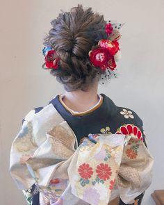 『成人式ヘア』で見つけた♡今時可愛いヘアアレンジ特集* Traditional Hairstyle, Kimono Japan, Japanese Kimono, Japanese Wedding, Hair Arrange, Japanese Hairstyle, Bridal Mehndi Designs, Christmas Hairstyles, Yukata