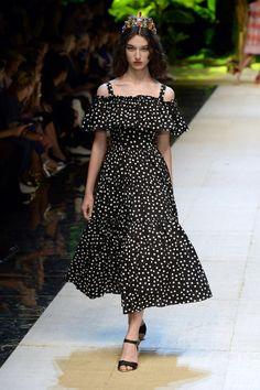 trendy fashion show summer catwalks Fashion Looks, Fashion Week, Fashion 2020, Love Fashion, Runway Fashion, Trendy Fashion, High Fashion, Fashion Show, Fashion Design