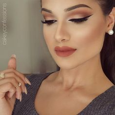 """""""Today's makeup: subtle peachy glam✨✨ Featuring @katvond liquid lipstick 'Double Dare'✨ one of the best peach lipsticks out there LASHES: @hudabeauty…"""""""