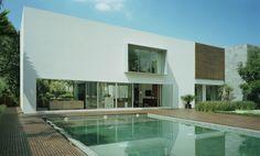 Designed and built by SMA, the Casa Bosques de las Lomas project has a unique contemporary look. Space Interiors, Amazing Architecture, Contemporary, Modern, Beach House, Furniture Design, Villa, Patio, Interior Design