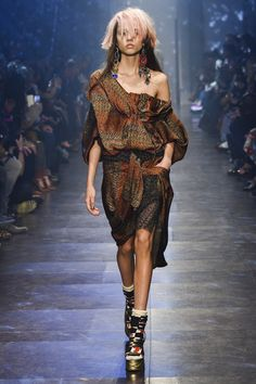 Vivienne Westwood Spring 2016 Ready-to-Wear Collection Photos - Vogue