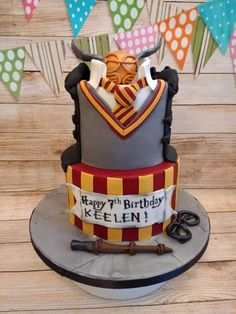 Harry potter cake for keelen - cake by lizzie's cakes harry potter Gateau Harry Potter, Cumpleaños Harry Potter, Harry Potter Birthday Cake, Harry Potter Anime, Cupcakes, Cupcake Cakes, Beautiful Cakes, Amazing Cakes, Harry Porter
