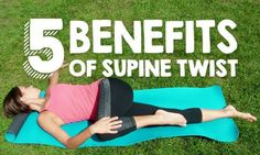 5 Health Benefits of Supine Twist Supine Twist or Jathara Parivartanasana helps transition an active yang practice into the yin of Savasana. Here are five reasons to practice it regularly. Meditation Benefits, Yoga Benefits, Health Benefits, Daily Meditation, Yoga Sequences, Yoga Poses, Twist Yoga, Restorative Yoga, Toning Workouts
