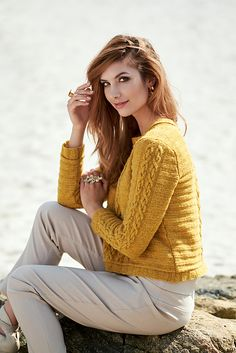 Ravelry: Yellow Gold Pullover pattern by Linda Marveng